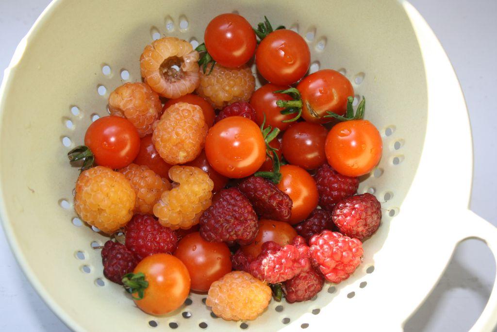 Beeren und Tomaten