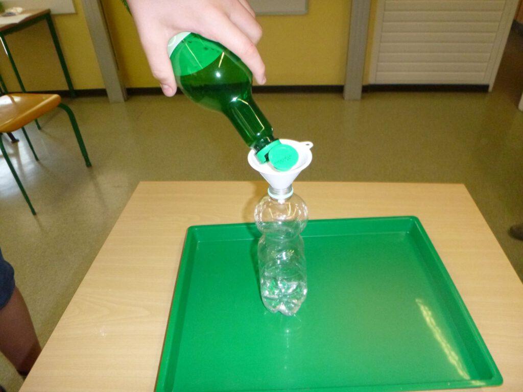 Foto: Essig in Flasche füllen